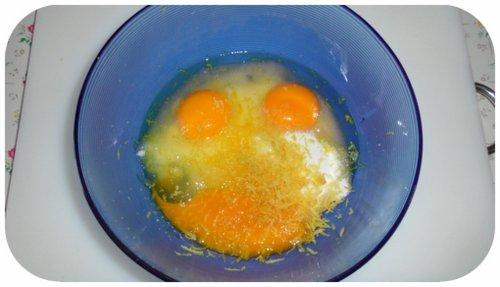 uova zucchero e 1 limone grattugiato