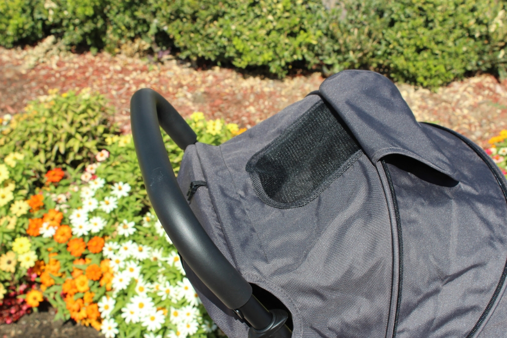 ZOE TRAVEL STROLLER 2 - MESH PEEKABOO WINDOW