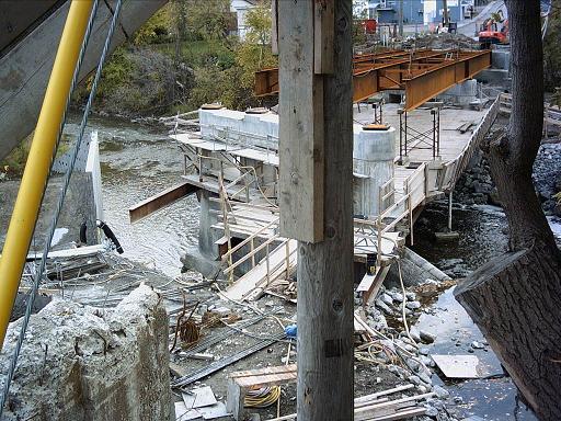 Le chantier du pont, vu du côté nord