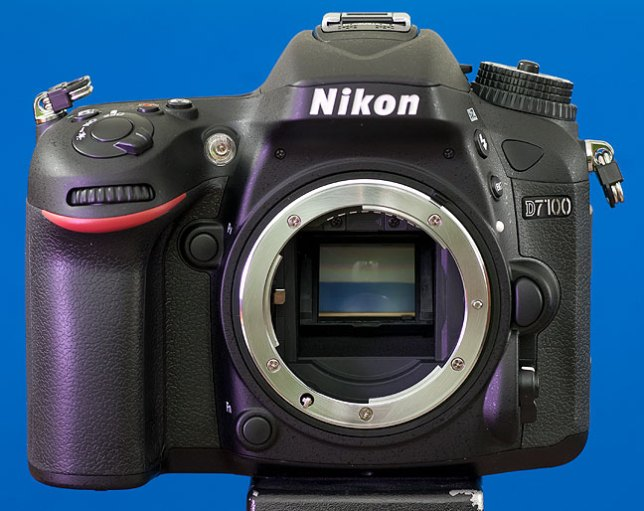 The Nikon D7100 stands handsomely in my home studio this evening.