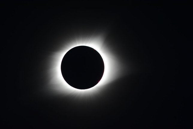 This is the totality right out of the camera, uncropped. At 560mm on a 24x15mm (APS-C) sensor, it filled up the frame adequately.