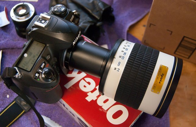 The Opteka 500mm looks ridiculous on its no-name 2x teleconverter, and performs even worse.