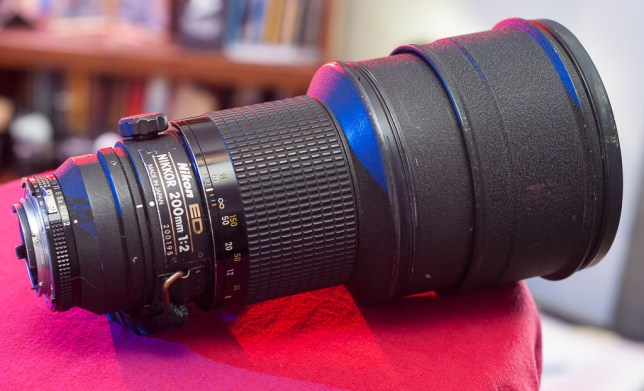 The Nikkor 200mm f/2.0 looks big and heavy, but in my hands it feels even heavier, thanks to dense optical glass, brass and steel construction, and the fact that the biggest parts are in the very front of the lens.
