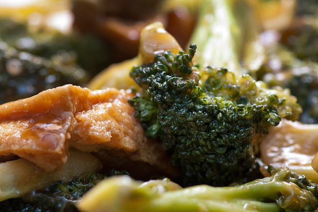 Fried tofu with broccoli is not only amazingly delicious, it is decently nutritious, and that matters to me very much.