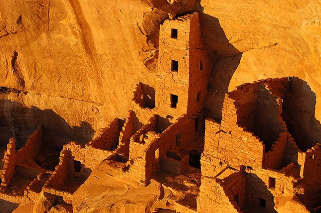 Last light falls on the Square Tower House cliff dwelling.