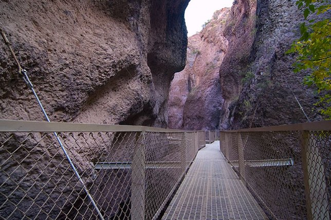 This image helps emphasize the feel of the narrows; tourist brochures fail to capture this.