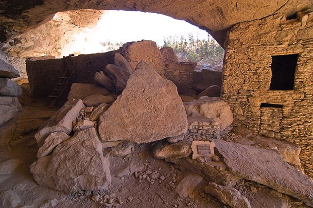 Another view of the interior of the cliff dwellings.