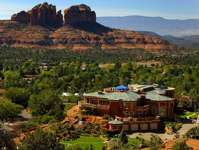 This lavish overview of Sedona is visible from the Chapel of the Holy Cross.