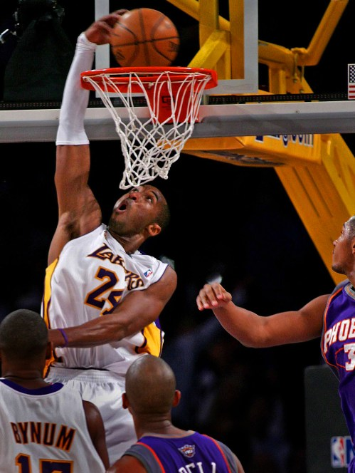Laker Kobe Bryant blow past Phoenix Sun Ê? Boris Diaw, right, and throws down a reverse dunk vs. Phoenix Suns with three seconds left in the third quarter at the Staples Center in Los Angeles Tuesday December 25, 2007. Looking on is Laker Andrew Bynum, bottom left, and Phoenix's Raja Bell.