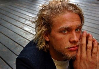 """Young British actor Charlie Hunnam at the Elixer, Friday afternoon in West Hollywood. He plays the title character in a new production of Nicholas Nickleby. The strikingly handsome Hunnam also appears in """"Abandon"""" with Katie Holmes, and is heading to Romania for Anthony Minghella's """"Cold Mountain"""" with Nicole Kidman, Jude Law, et al."""