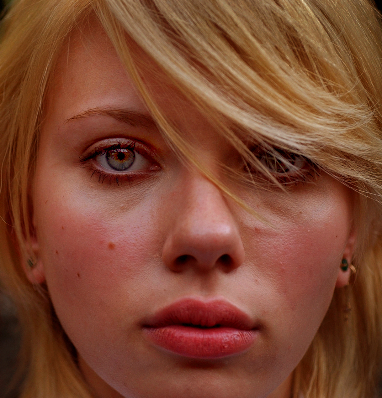 Actress Scarlett Johansson, Saturday afternoon in the Hollywood Hills. She has become the 'it' actress of the year with her roles in the movie, LOST IN TRANSLATION and the upcoming, GIRL WITH A PEARL EARRING.