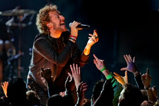 Chris Martin of Coldplay performs at the 48th Grammy.at the 48th Annual Grammy Awards at the Staples Center in Los Angeles, California on Wednesday February 08, 2006. -- PHOTO CREDIT: Richard Hartog/Los Angeles Times