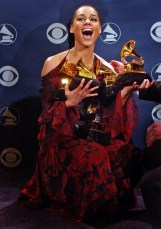 043817.CA.0227.Grammy.RSH.18 -- Digital Image Alicia Keys at the 44th Annual GRAMMY Awards held at the Staples Center in Los Angeles February 27, 2002
