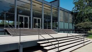 Une des premières commande de Mies Van Der Rohe à son arrivée à Chicago : une salle de conférence pour l'université