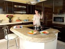 Centre island counter with inset hob