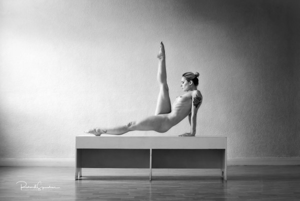 Fine Art Nude Photography - Fine Art Nude Photographer - artistic nude image of model pippa doll using a a bench to make a strong vertical leg point