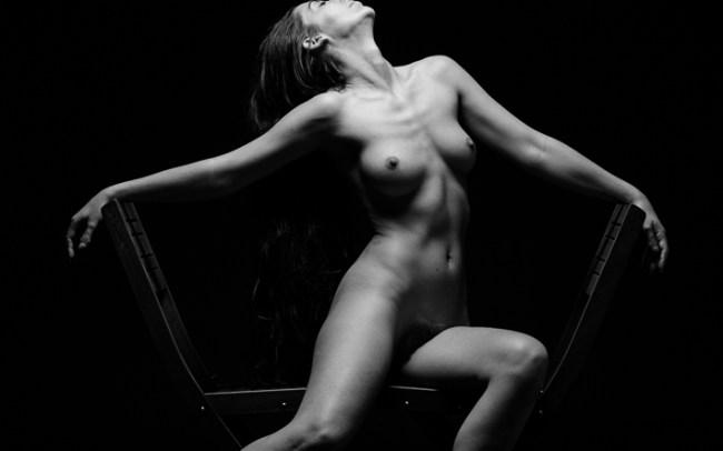 Madame bink seated chair angles