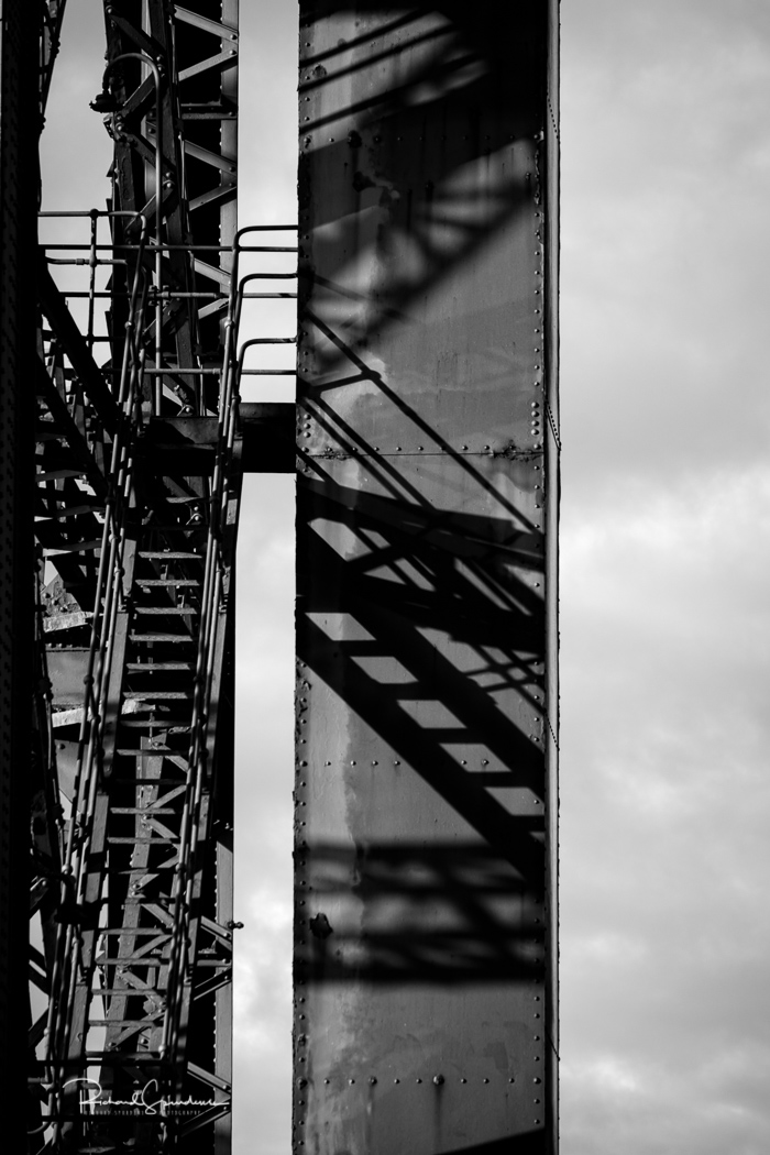 Structures and shadow on the the finnieston crane structure