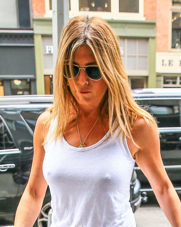 Jennifer Aniston tits and nipples