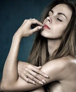 girl-gagner argent modele feminin nue