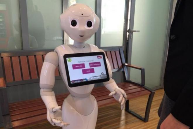 Since the end of the year 2015, the SNCF experimented with Pepper robots in three stations (Saumur, Sables D'olonne, Nort-sur-Erdre) to inform passengers or to keep entertained them in the event of large waiting.