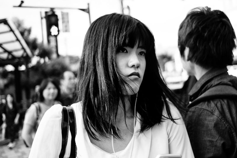 Black and white picture portrait of a japanese woman in the street