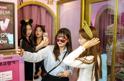 Women making selfies in Korea