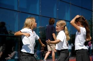3 girls dancing
