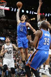 steven adams dunks against the spurs