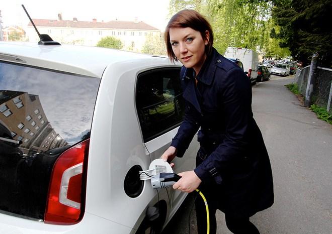 christina bu charging an electric car