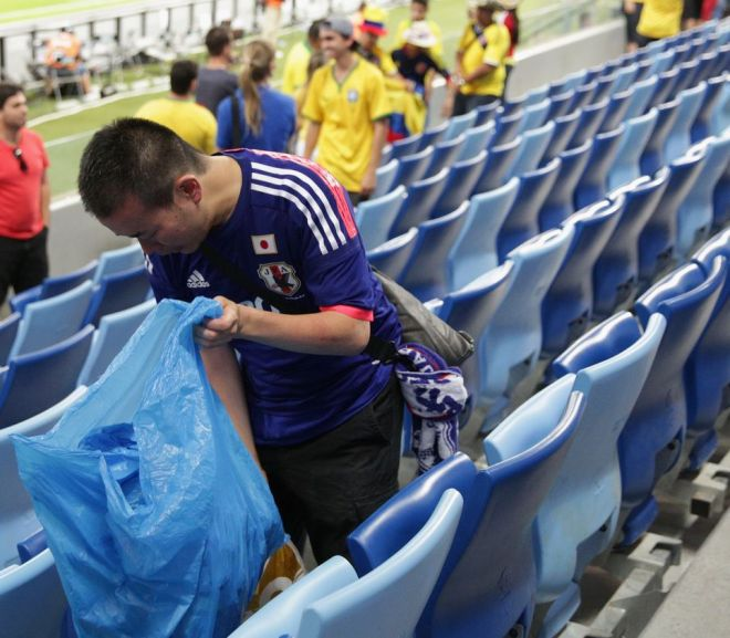 japanese fans picking up trash after their match with colombia in russia