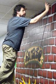 Atlanta muralist Rick Baldwin painting mural