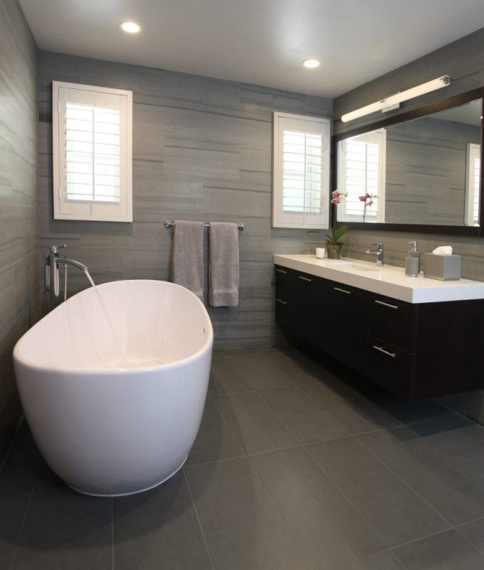Grey bathroom ideas with cute bathtub