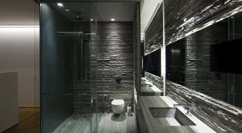 Grey bathroom ideas using stone as wall decor