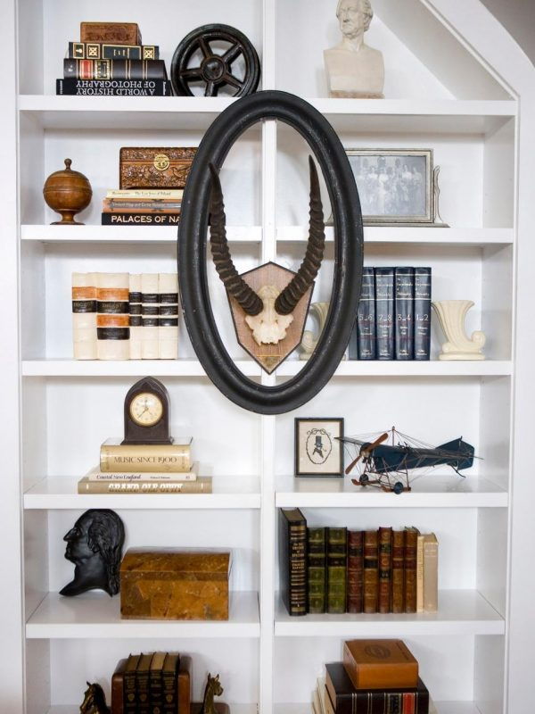 white and neat bookshelf décor ideas