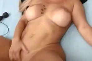 Brasileña hermosa tiene un orgasmo
