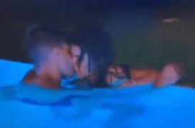 Marina e Isaac follando en piscina