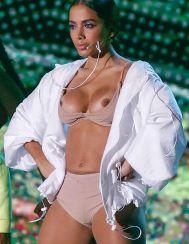 Cantante brasileña anitta desnuda