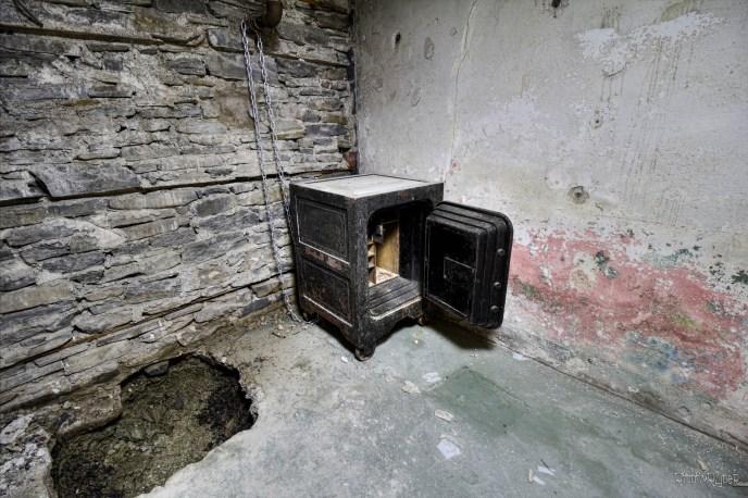 Abandoned $6 Million Dollar Satanic Ritual Mansion