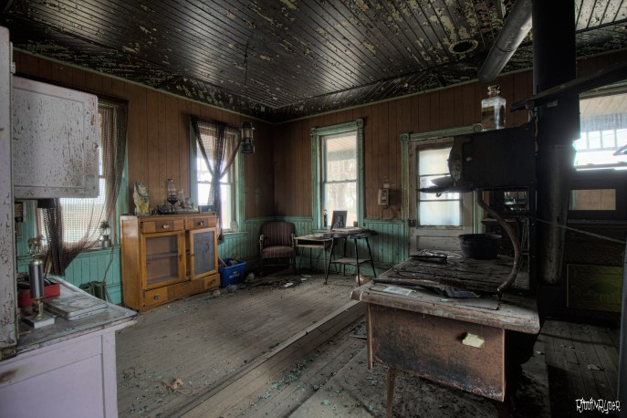 Abandoned 1900's Ontario Time Capsule