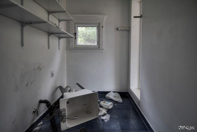 Landry room