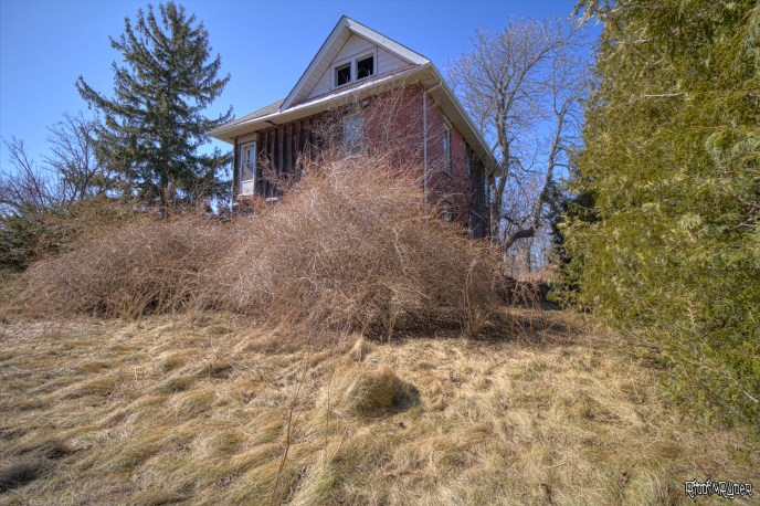 Front of the abandoned house