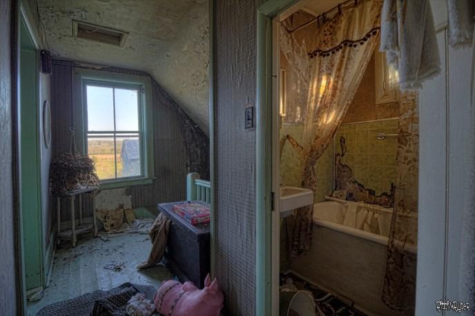 Bathroom & COrridor