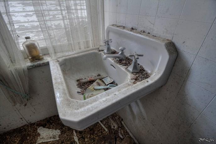 Bathrom sink