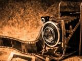 Un vieil appareil photo et un négatif