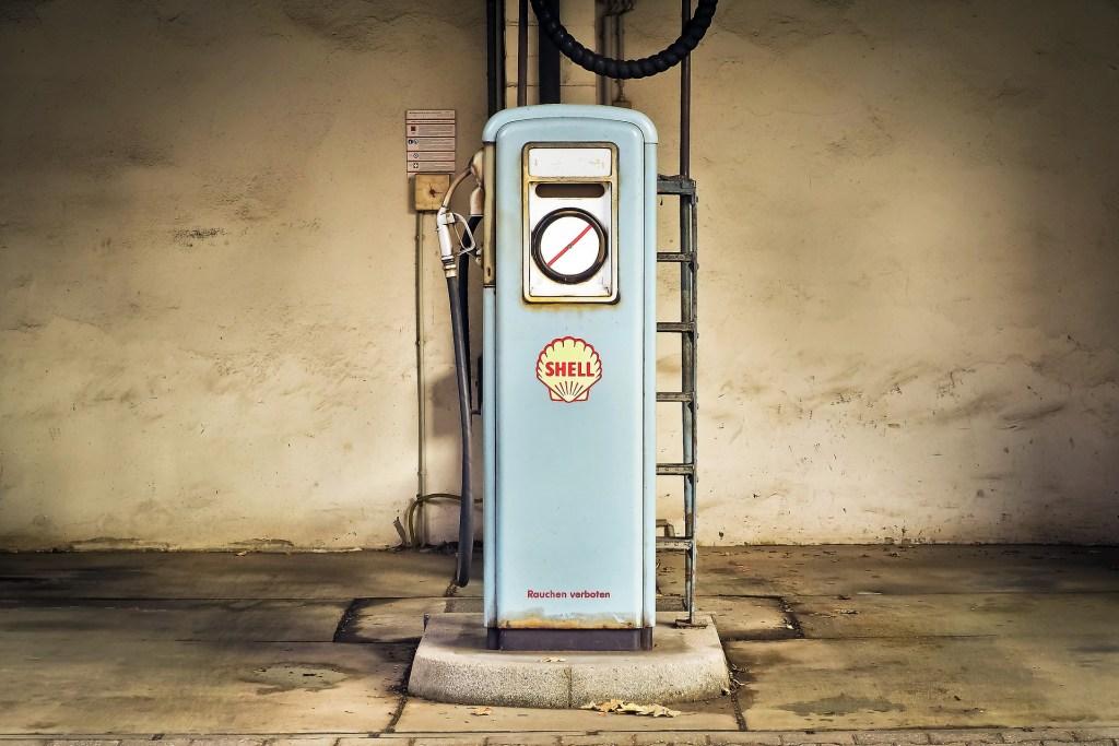 Vintage et décoration : une vieille pompe à essence