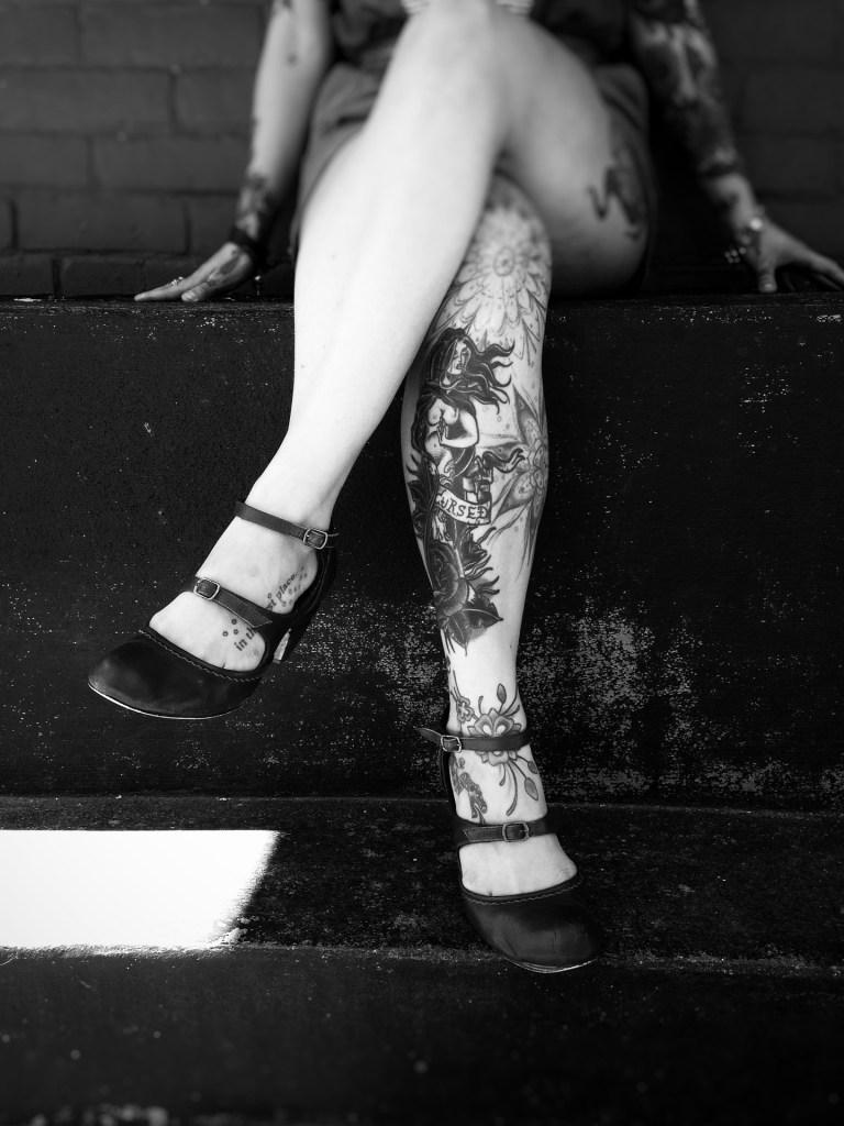 Vintage & Tatouage : tatouage jambes de femme type Old School