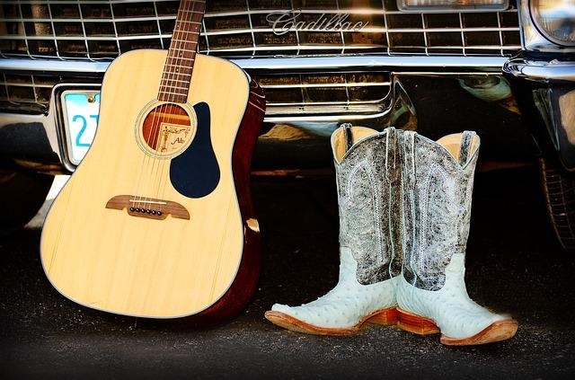 LifeStyle : une voiture américaine, une guitare folk et une paire de bottes de cow-boy