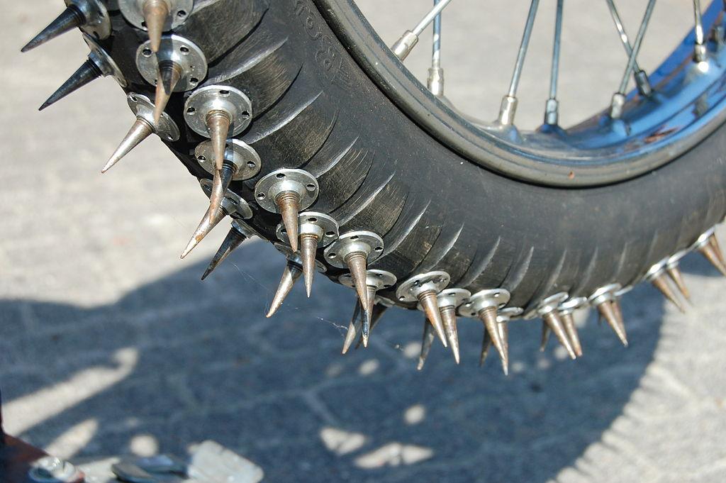 Ice Speedway : les pneus ont les crocs !