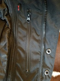 Main zipper with double flaps